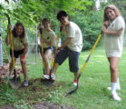SC3 student volunteers working at Shepherdstown Elementary School's Outdoor Classroom
